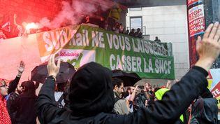 Des militants Sud Rail lors de la manifestation du 22 mai 2018 à Paris. (BERTRAND GUAY / AFP)