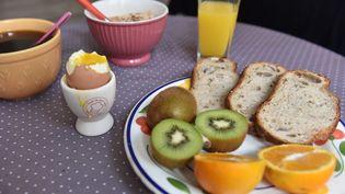 Un petit déjeuner. (JONATHAN KONITZ / MAXPPP)
