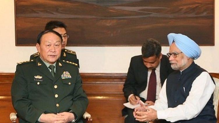 Rencontre entre le ministre chinois de la Défense, L.Guanglie, et le Premier ministre indien, M.Singh, à New Delhi, le 4 septembre 2012. (AFP/POOL/MANISH SWARUP)