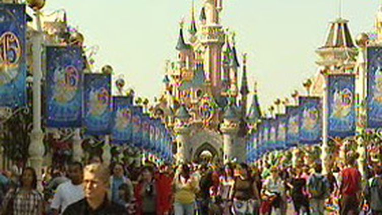 Le parc de loisirs Eurodisney (F3)