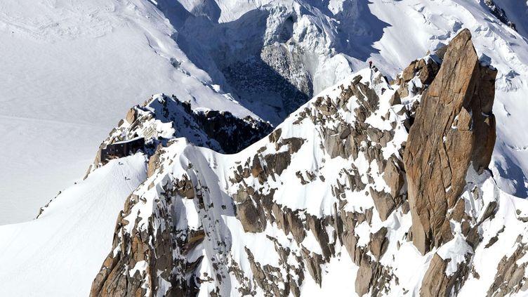 (Des prélèvements vont avoir lieu dans le glacier du col du Dôme, dans le massif du Mont-Blanc © Arno Balzarini/AP/SIPA)