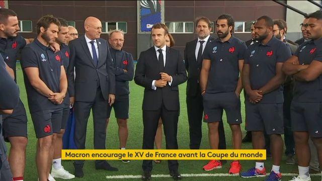 """""""Ayez confiance en vous"""" : Emmanuel Macron encourage le XV de France"""