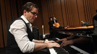 Le pianiste Joachim Horsley à la Folle Journée de Nantes (avec Damian Nueva Cortes à la contrebasse). (MARC ROGER)