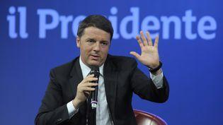 Le chef du gouvernement italien Matteo Renzi lors d'un meeting à Milan (Italie), le 4 mai 2015. (OMAR BAI / NURPHOTO)