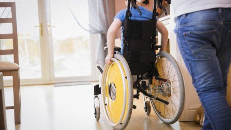 Un enfant en fauteuil roulant. (Photo d'illustration) (CAIA IMAGE/SCIENCE PHOTO LIBRARY / NEW)