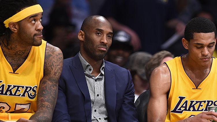 Kobe Bryant est plus souvent abonné au costume sur le banc qu'à la tenu des Lakers depuis trois saisons