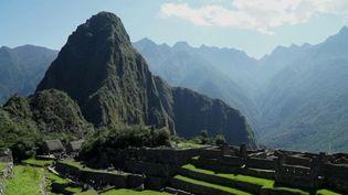 Toute la semaine, les équipes de France 2 explorent le Machu Picchu, au Pérou, véritable sanctuaire des Incas. Inscrit au patrimoine mondial de l'Unesco, il attire chaque année deux millions de touristes. C'est un site écologique unique au monde. Pour l'entretenir, on fait appel aux lamas, déjà connus des Incas. (france 2)