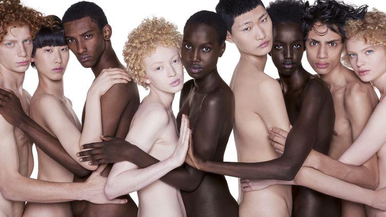L'association Sidaction organise une vente de tirages photos des plus grands noms de la photographie de mode dont l'intégralité des bénéfices sera reversé à la lutte contre le VIH/sida. (Oliviero Toscani)