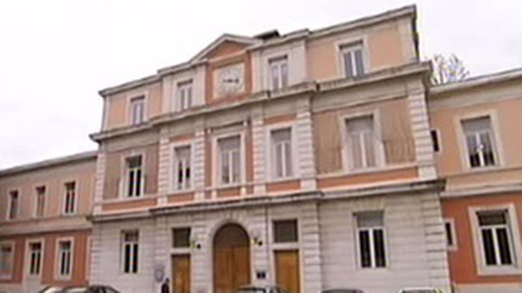 Hopital psychiatrique de Saint-Egrève, en Isère, d'où s'était échappé le malade avant de poignarder un étudiant. (France 2)