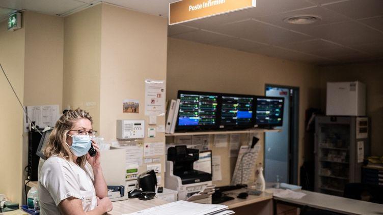 L'unité de soins intensifs du centre hospitalier dePort-Marly, dans les Yvelines, le 25 mars 2021. (MARTIN BUREAU / AFP)