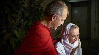 L'ex-otage Sophie Pétronin et son fils Sébastien Chadaud, à Bamako, le 8 octobre 2020. (STRINGER / AFP)