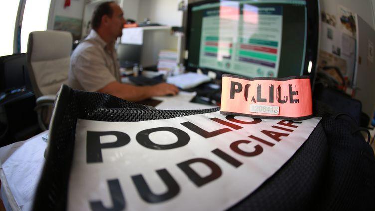 Les policiers ont traqué le réseau de proxénétisme notamment sur internet. (FRANZ CHAVAROCHE NICEMATIN / MAXPPP)