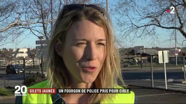 """""""Gilets jaunes"""" : un véhicule de police violemment attaqué"""