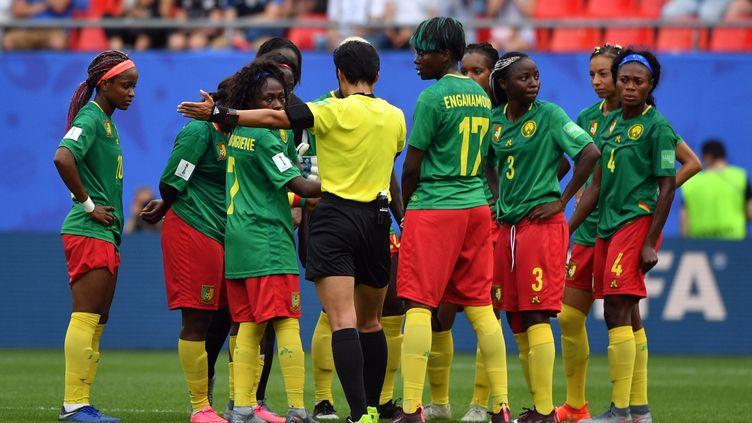 L'équipe du Cameroun, ici, lors de leur match contre l'Angleterre en 16ème de finale dela Coupe du monde féminine de football en France, le 23 juin 2019. (PHILIPPE HUGUEN / AFP)