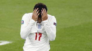 Entré en jeu spécialement pour les tirs au but, Jadon Sancho a manqué sa tentative et participé au couronnement européen de l'Italie à Wembley le 11 juillet 2021. (JOHN SIBLEY / AFP)