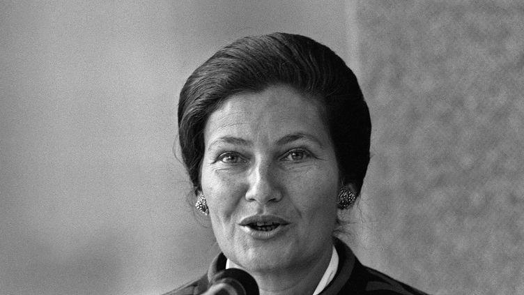 Simone Veil, ministre de la Santé, prononce un discours lors d'une campagne anti-tabac, le16 septembre 1976, à Paris. (AFP)