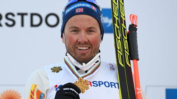 Le fondeur norvégien, Emil Iversen. (CHRISTOF STACHE / AFP)