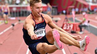 Le décathlonien français, Kevin Mayer, lors du saut en longueur des Jeux olympiques de Tokyo, mercredi 4 août. (ANDREJ ISAKOVIC / AFP)
