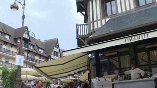 Pass sanitaire : en application dans les restaurants des côtes normandes (France 2)