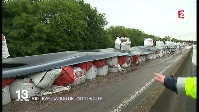 A10 : évacuation des véhicules piégés