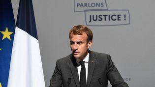Emmanuel Macron à Poitiers (Vienne), le 18 octobre 2021. (GUILLAUME SOUVANT / AFP)