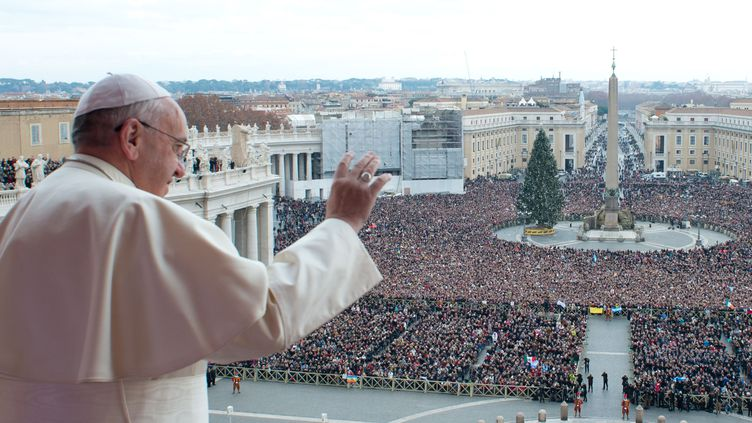 Le pape François, le 25 décembre 2013, au Vatican. (OSSERVATORE ROMANO / AFP)
