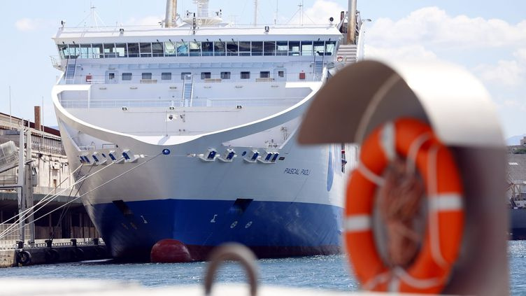 Un ferry de la SNCM à quai, à Marseille (Bouches-du-rhône), en juillet 2014. (  MAXPPP)