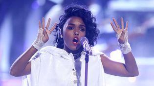 Janelle Monae a rendu hommage à Prince au micro, à la gestuelle et jusque dans sa tenue, le 26 juin aux BET Awards.  (Matt Sayles/AP/SIPA)