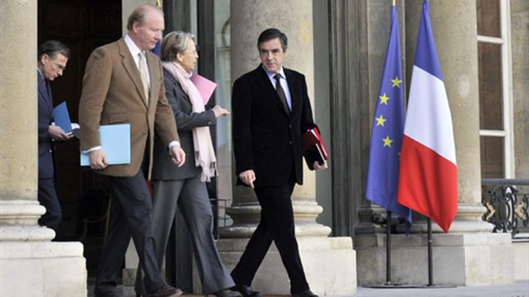 M.Fillon, Mme Alliot-Marie et M.Hortefeux quittent l'Elysée après une réunion sur la Tunisie avec M.Sarkozy (15/01/2011) (AFP/BORIS HORVAT)