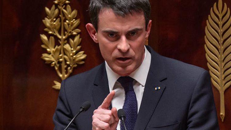 (Le bureau national du Ps fait un rappel au règlement et à la cohésion pour éviter l'arme du 49.3 utilisée par Manuel Valls © MaxPPP)