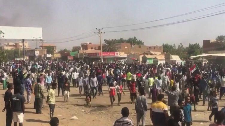 Au Soudan, l'état d'urgence a été décrété à travers tout le pays suite au coup d'État réalisé par les militaires. (CAPTURE ECRAN FRANCE 2)
