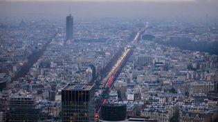 Un nuage de pollution à Paris en décembre 2017. (MAXPPP)