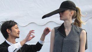 Takuya Isagawa, créateur japonais de 25 ans, a remporté le Grand prix femme du 19e Festival de mode de Dinard, en avril 2012  (Corinne Jeammet)