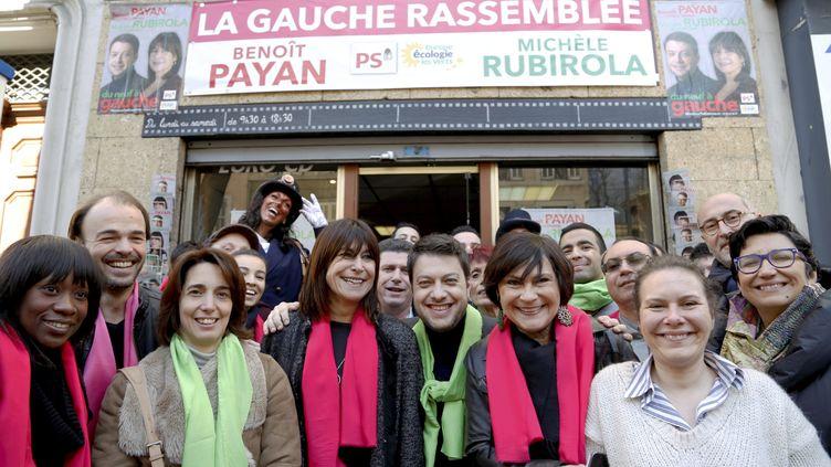Au centre, BenoîtPayan (Parti socialiste) et MichèleRubirola (Europe Écologie Les Verts) réunis en 2015, lors des élections départementales. Ils feront de nouveau campagne ensemble pour les élections municipales à Marseille. (ROSSI DAVID / MAXPPP)