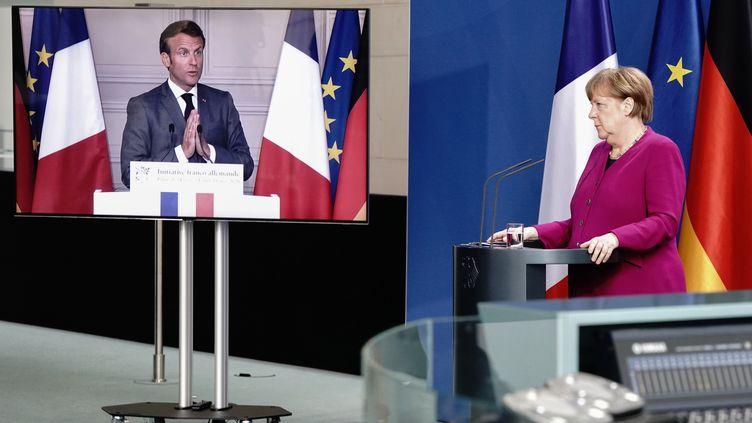 Le président français, Emmanuel Macron, et la chancelière allemande, Angela Merkel, lors d'une conférence de presse commune, le 18 mai 2020. (KAY NIETFELD / POOL)