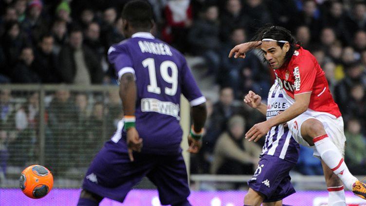 Falcao tente sa chance au coeur de la défense toulousaine (PASCAL PAVANI / AFP)