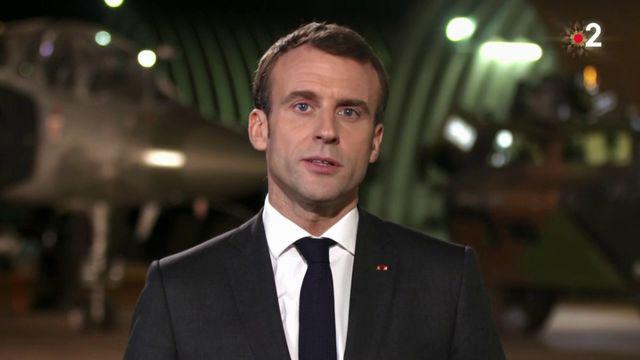 """Emmanuel Macron rend hommage aux soldats qui permettent aux Français de passer Noël """"en sécurité"""""""