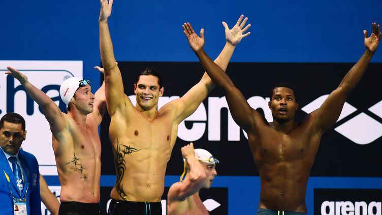 Les nageurs français Fabien Gilot, Florent Manaudou, Jeremy Stravius et Medhy Metella (de gauche à droite) après leur victoire sur le relais 4 x 100 m aux Mondiaux de natation à Kazan (Russie), le 2 août 2015. (CHRISTOPHE SIMON / AFP)