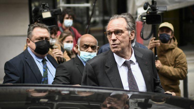 Le président de la région Paca, Renaud Muselier, quitte le siège du parti Les Républicains à Paris, le 4 mai 2021. (STEPHANE DE SAKUTIN / AFP)