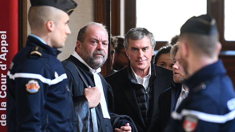 Jérôme Cahuzac et son avocat, Eric Dupond-Moretti, en février 2018. (ERIC FEFERBERG / AFP)
