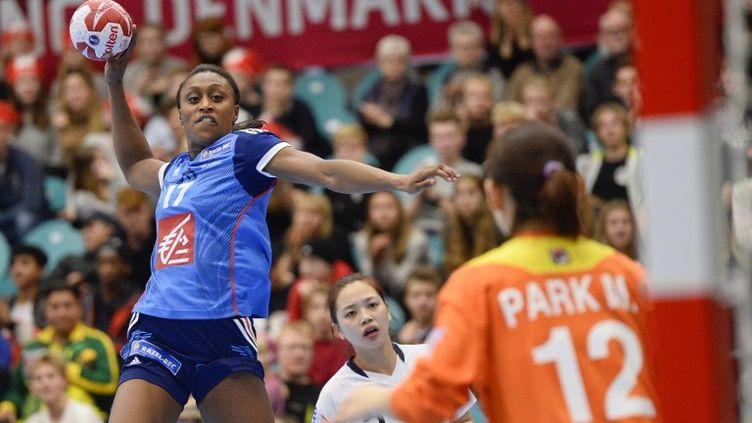 Siraba Dembélé, la capitaine de l'équipe de France (JONATHAN NACKSTRAND / AFP)