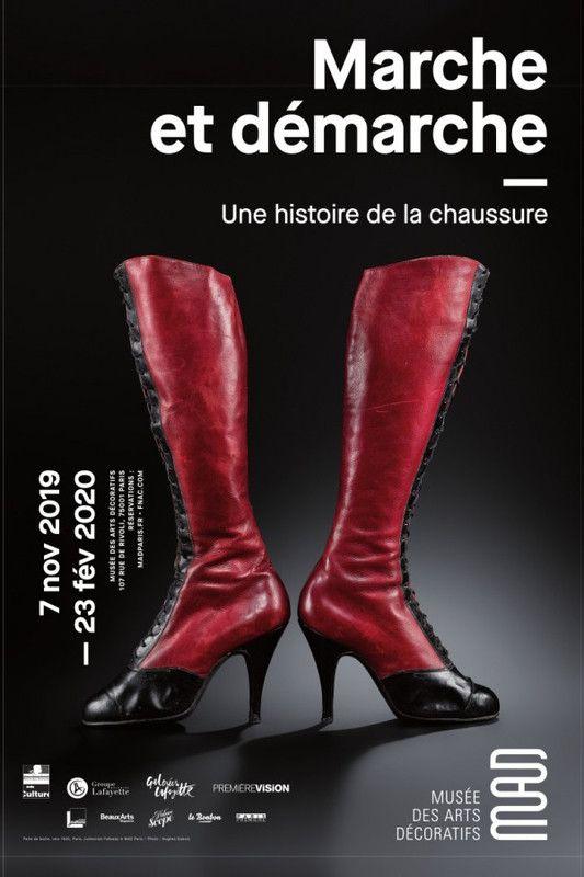 """Affiche de l'exposition """"Marche et démarche. Une histoire de la chaussure"""" au MAD Paris (MAD)"""