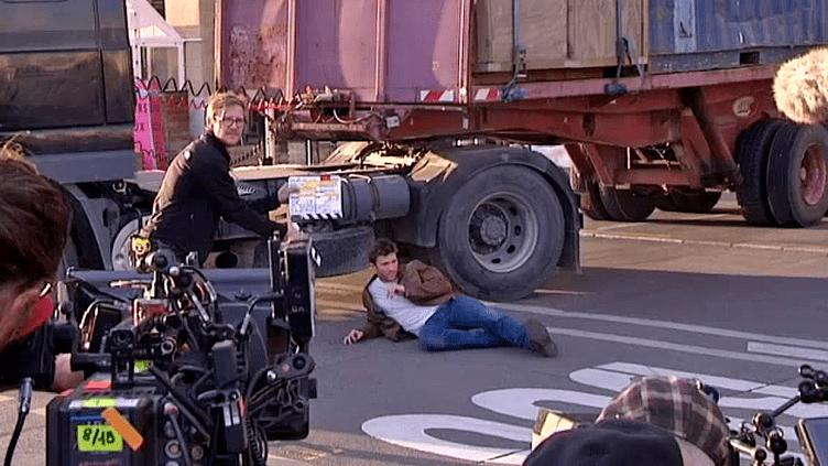 """Scott Eastwood en plein tournage de """"Overdrive"""" à Marseille  (France3/Culturebox)"""