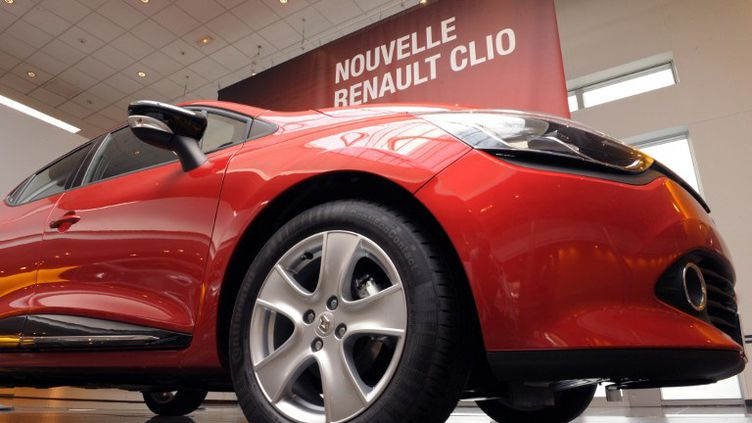 La Clio IV de Renault, présentée à Paris le 27 juillet 2012. C'est grâce à ce modèle, notamment, que la marque a enregistréun bond de ses immatriculations de 18,1% en septembre 2013. (ERIC PIERMONT / AFP)
