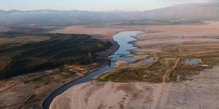 Le barrage de Theewaterskloof, qui fournit plus de la moitié de l'eau potable du Cap, le 20 février 2018. (REUTERS/Mike Hutchings)