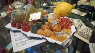 """En Provence, """"pas de Noël réussi sans fruits confits"""" pourrait être une devise. Sur le plateau du 13 Heures, Sophie Piard revient sur ce produit typique. (FRANCE 2)"""