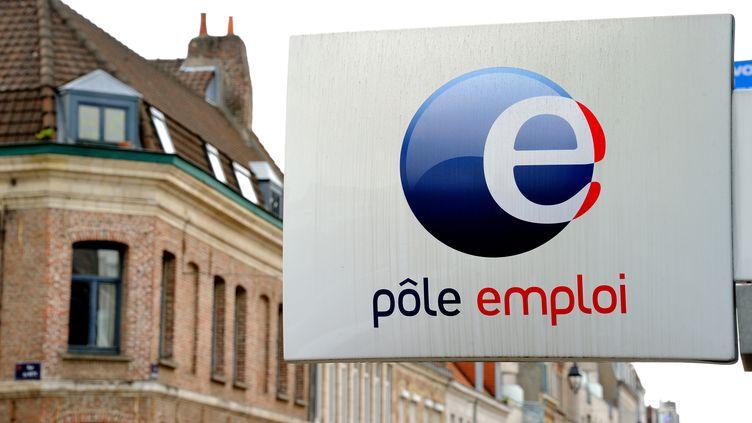 L'enseigne d'une agence de Pôle emploi à Lille (Nord), le 4 juin 2013. (PHILIPPE HUGUEN / AFP)