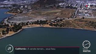 Un terrain moins cher que les autres est venduà San Francisco(Etats-Unis). Il est situé sous l'eau (France 2)