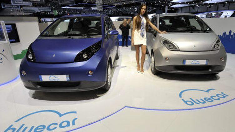 La nouvelle voiture électrique du groupe Bolloré, Bluecar, à gauche, à côté de la première, Autolib, le 7 mars 2012 au Salon de l'automobile à Genève (Suisse). (MARTIAL TREZZINI / AP / SIPA)