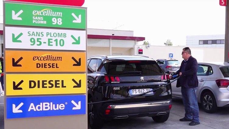Essence : le coût des carburants enrichis est-il justifié ? (France 2)